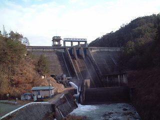 三河ダムは放流??