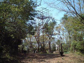 山頂の鉄塔