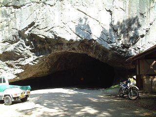 県道にこんなトンネル!